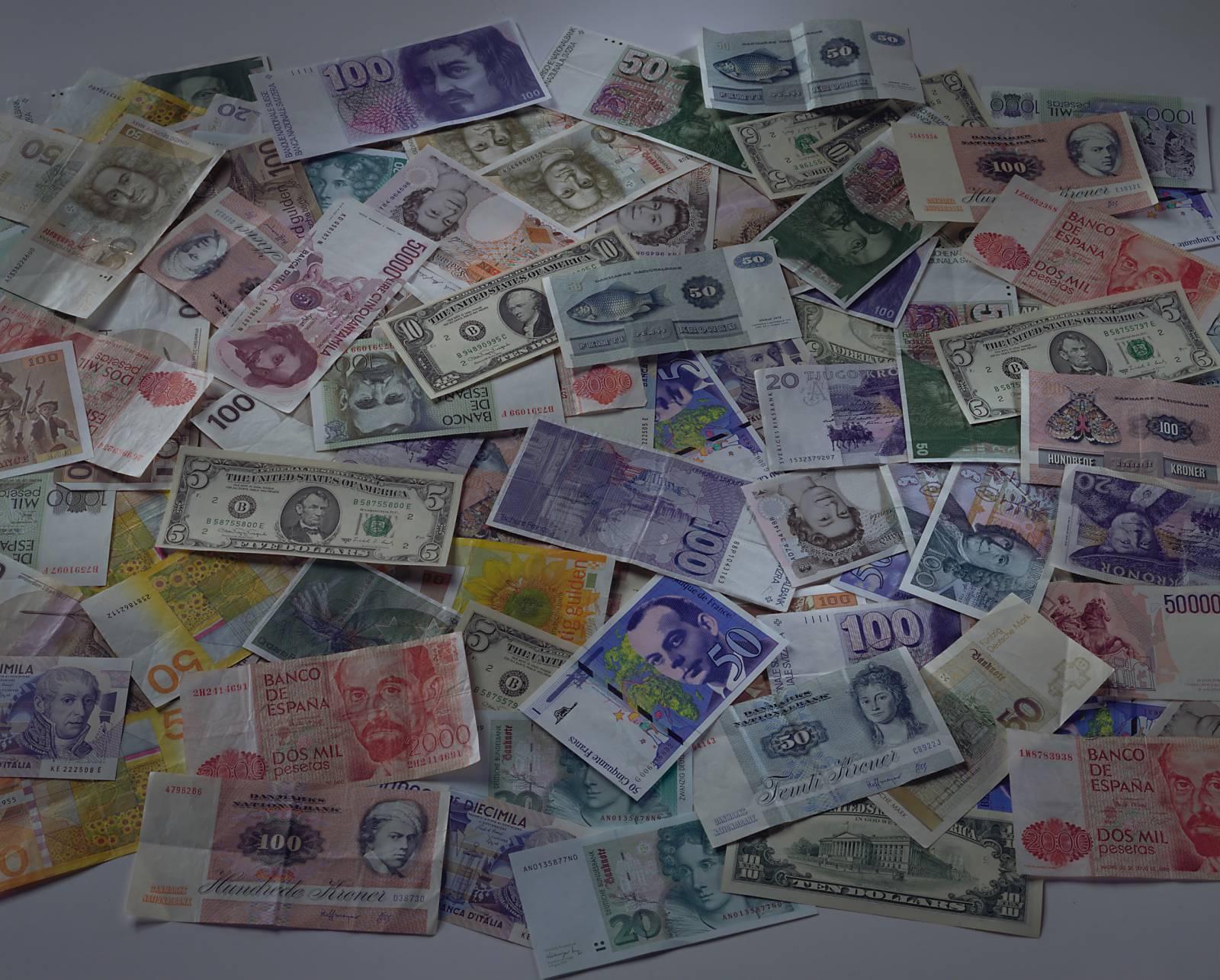 конверте блошиного фото валют разных стран макака стремительном рывке